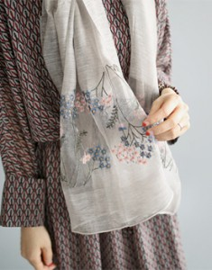 Clare embroidered muffler - 2c is a very luxurious atmosphere Material is really good ^^