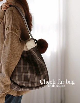 Check fur bag - 2c